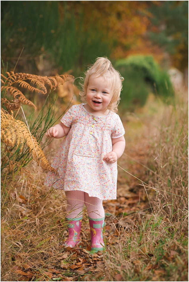 I just love the colours and Olivia's expression in this shot. Another lovely Autumn session.